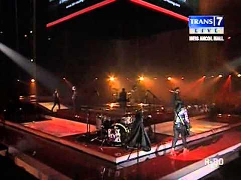 Kotak Feat. Pay 'BIP'_Tinggalkan Saja (Live @Trans7)