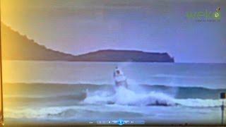Ця Човен Мало Не Перевертається, Коли Хвиля Підхоплює Його Розпірці У Новій Зеландії