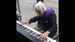 Прекрасная музыка и шикарная игра на пианино!