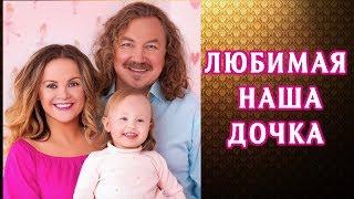 Юлия Проскурякова и Игорь Николаев воспитывают двухлетнюю дочь Веронику  Родители души не чают в сво