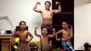 男児4人を率いる楽しいパパの動画を、どうぞご覧下さい.