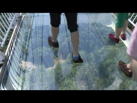 شاهد : أول جسر زجاجي معلق في الصين  - نشر قبل 1 ساعة