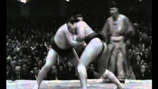 Tochiazuma vs. Mienoumi : Hatsu 1972 (栃東 富 三重ノ海)