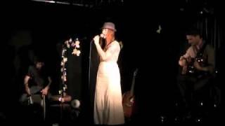 Des choses avec toi by Mademoiselle AnnA concert Parisien 2011