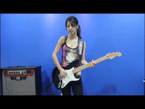 Bidadari Rocker Dengan Skill Gitar yang Luar Biasa.