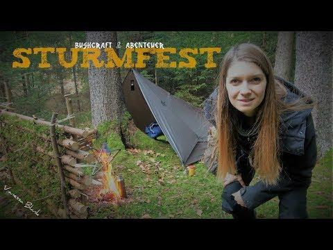 Achtung Sturm⚠️ Übernachtung im Wald - Lagerbau und Kochen - Vanessa Blank 4K