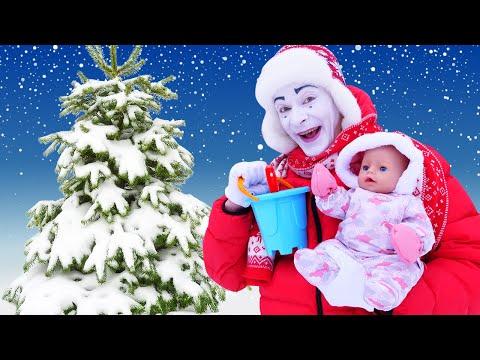 Новые видео с куклами - Беби Бон на прогулке зимой! Куличики из снега! - Детские игры для малышей