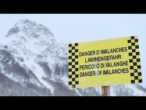 Thousands of tourists stranded in Swiss ski resort