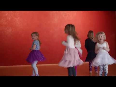 Körperarbeit und Tanz - Wirbelnde Füße