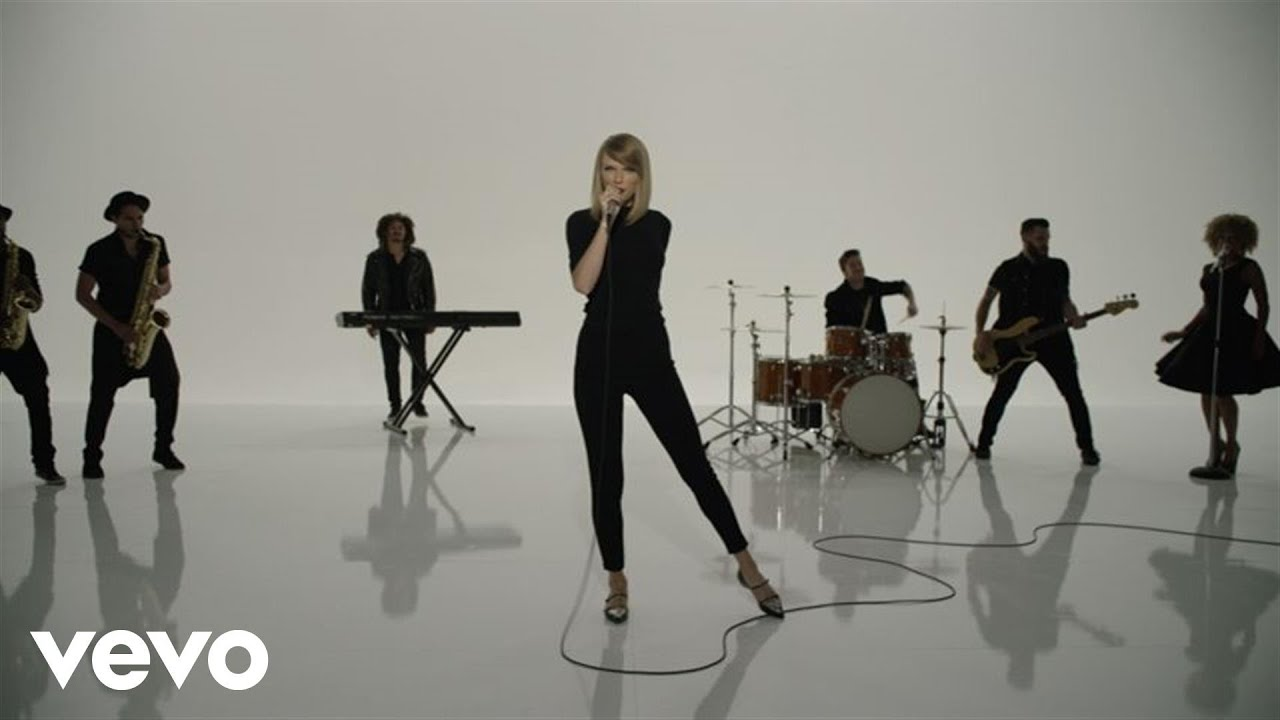 Download Taylor Swift - Shake It Off Outtakes Video #7 - The Band, The Fans and The Extras