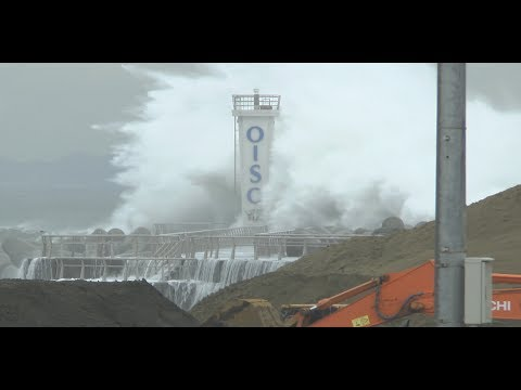 Super Typhoon Waves in Japan - Surf's Up!