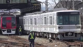東京メトロ03系(長野電鉄3000系)、8500系、2100系、3500系、などが顔を合わせる、午前中の長野電鉄須坂駅構内。