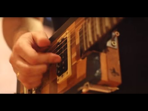 JOHNNY B BEAST - I PACK MY SUITCASE (chess box guitar)