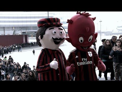El Shaarawy and Bonaventura meet fans at Casa Milan | AC Milan Official