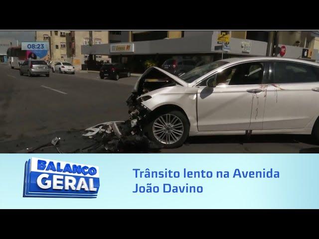 Trânsito lento na Avenida João Davino, em Mangabeiras