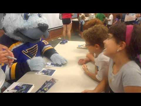 Meeting St.Louis Blues hockey team mascot Louie