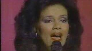 Marilyn McCoo sings My Tribute (To God Be The Glory)