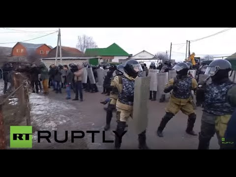 Russia: Riot police clash with Roma protesting gas lines in Tula
