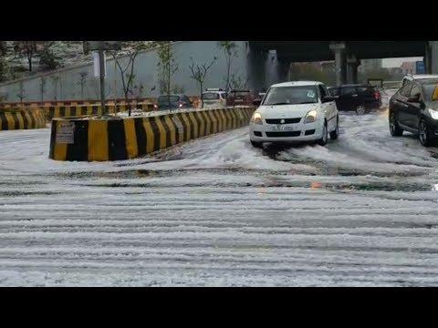 NCR Delhi में हुई बर्फबारी, लोगो नहीं हुआ यकीन बाहर निकलकर देखा तो होश उड़ गए