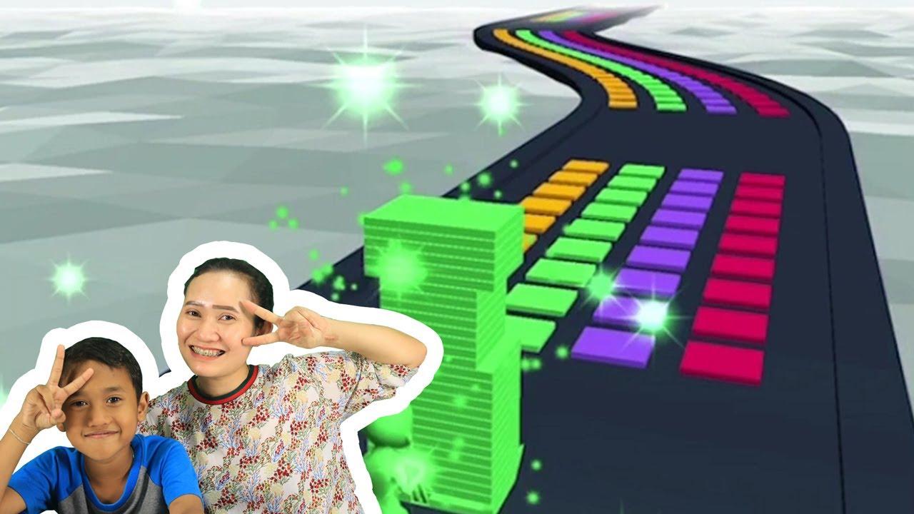 น้องโปรแกรม รีวิวเกมส์ Stack Colors | วิ่งเก็บแทบสีให้สูงที่สุด