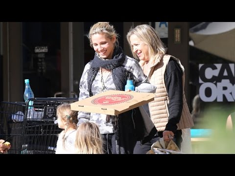 Chris Hemsworth's Wife Elsa Pataky And The In-Laws For Christmas In Malibu