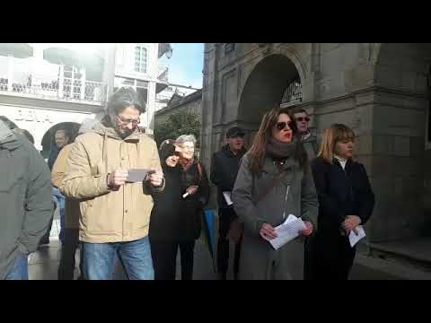 Docenas de personas de manifiestan en Lugo contra la caza del zorro