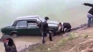 На авто в реку Придурки утопили машину Приколы с авто ВАЗ 2107