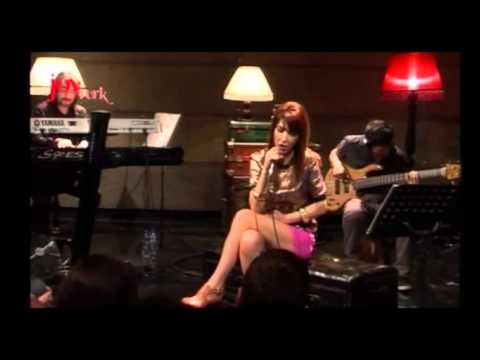 Hande Yener - Bi Gidenimi Var (JoyTürk Akustik Canlı Performans)
