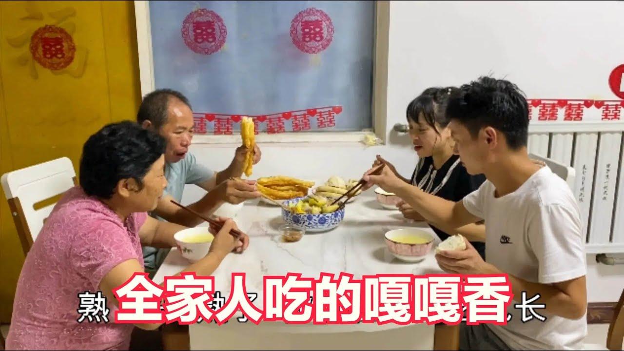 婚后鹏鹏丹丹做晚饭,鸡腿蔬菜炖一大锅,全家人吃的嘎嘎香
