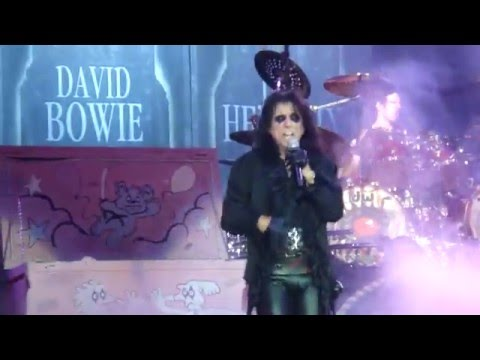 18-20 Pinball Wizard-Fire-Suffragette City ALICE COOPER LIVE 5-20-2016 PITTSBURGH STAGE AE