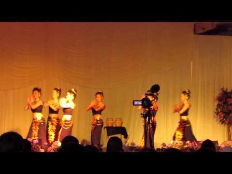 Nkauj Hmoob Hli Xiab @ Fresno Hmong New Year  Dance Competition 2013-2014
