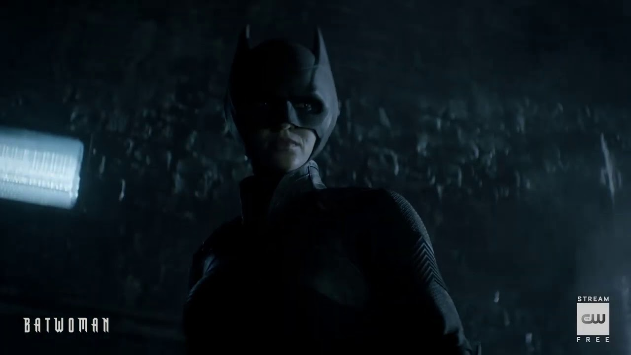 Download Batwoman   Season 1 Episode 2   Alleyway Chase Scene   The CW
