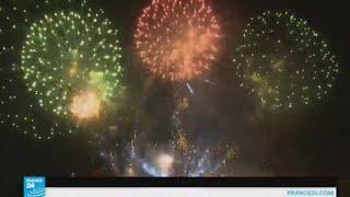 سماء باريس تتزين بالعروض النارية احتفالا بالعيد الوطني