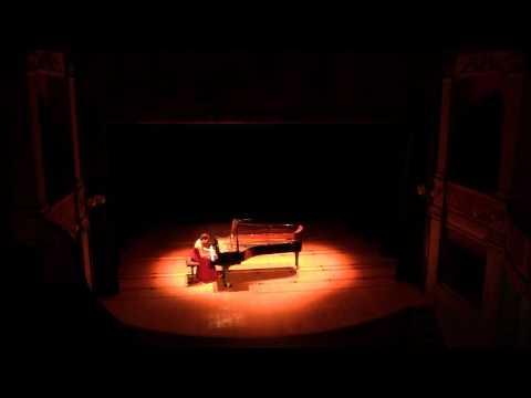 "Blandine Waldmann plays Debussy ""Clair de Lune"""