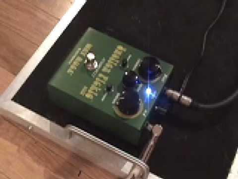 way huge swollen pickle fuzz guitar pedal demo youtube. Black Bedroom Furniture Sets. Home Design Ideas