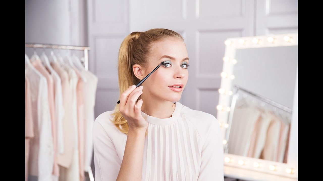How To Apply Loose Eyeshadow