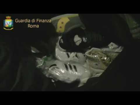 """Roma. Guardia di Finanza. Sequestrati al """"Pigneto"""" 5000 capi ed etichette contraffatti"""