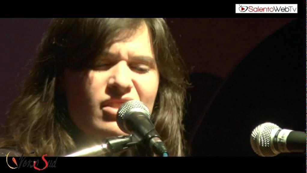 Nella Vasca Da Bagno Del Tempo Erica Mou.Erica Mou Live Per Verso Sud Video Su Salentoweb Tv