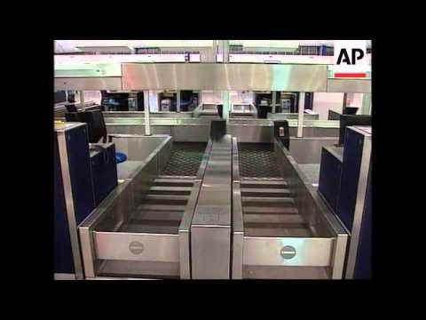 Hong Kong - Kai Tak airport closes