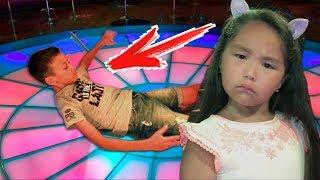 ПРИКОЛ на ДИСКОТЕЦІ Як Артур познайомився з Аминка Вітамінка Disco для дітей kids children