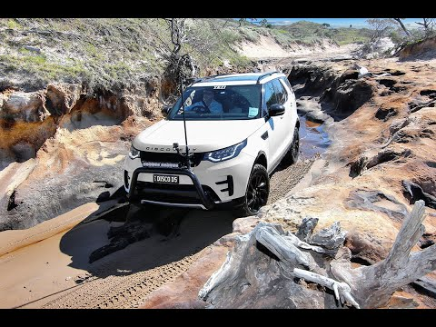 Land Rover Discovery Series 5 - Ngkala Rocks - K'gari Fraser