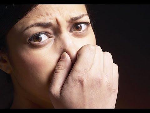 لماذا تظهر رائحة الفم الكريهة في الصباح؟