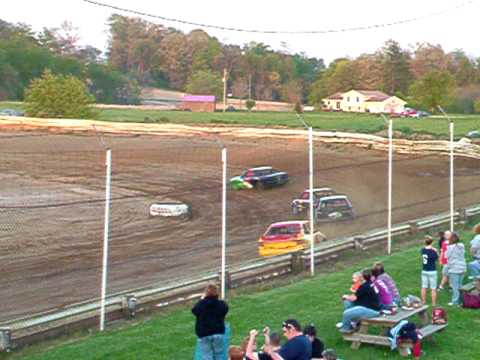 Lakeville(Ohio) Speedway 4 Cyclender heat race 4-30-10  047.AVI