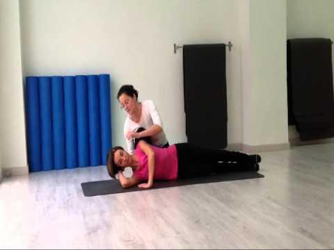 """La posición """"decubito lateral"""" en pilates."""