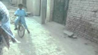 Drift,Pakistani boy Cycle Drift.3gp