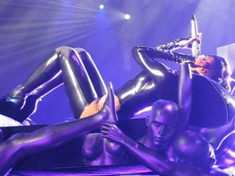 """Rihanna """"Last Girl on Earth Tour Berlin"""" Rehab."""