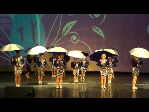 Гротеск Танец с зонтиками