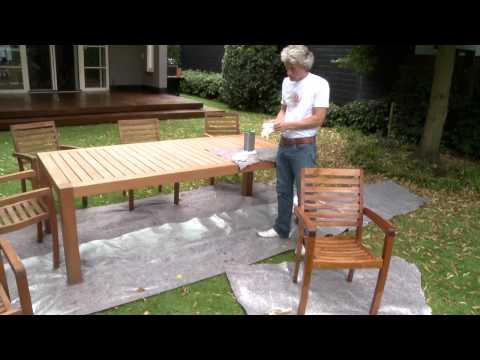 Nettoyer une table en bois exotique doovi - Comment entretenir une table de jardin en teck ...