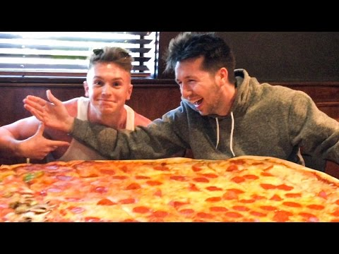 *WORLD RECORD* THE WORLDS LARGEST PIZZA