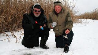 Зимняя рыбалка  Веселые эксперименты  КЛЮЕТ КАК ИЗ ПУЛЕМЕТА